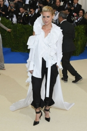 Claire Danes en un look de Monse